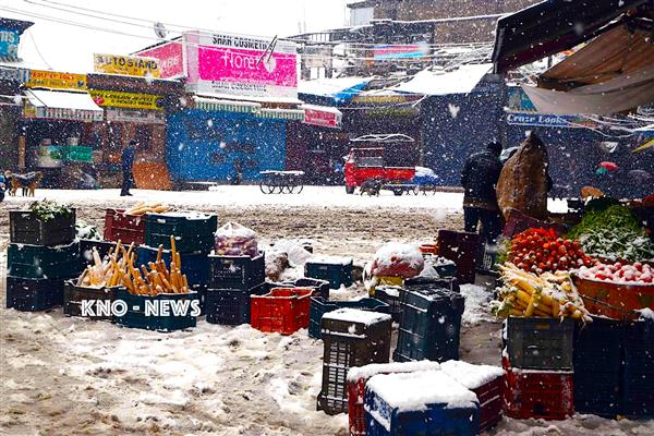 Kashmir receives another spell of rain, snowfall | KNO