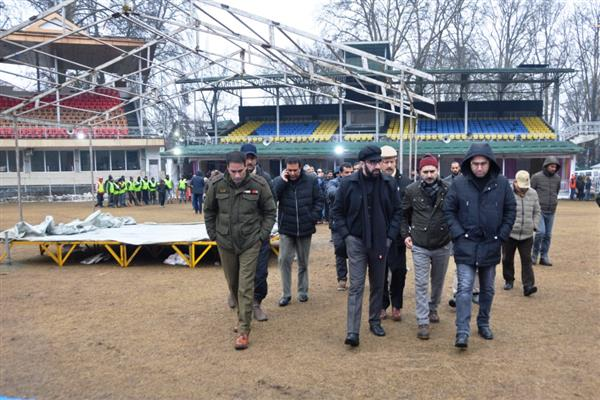 DC Srinagar visits R-Day venue, takes stock of arrangements | KNO
