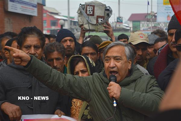 Tarigami concerned over continuous closure of highway, demands airlifting of passengers | KNO