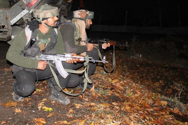 Army camp attacked in Shopian village | KNO