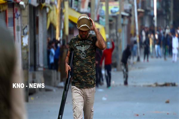 Woman injured during clashes in Tral | KNO