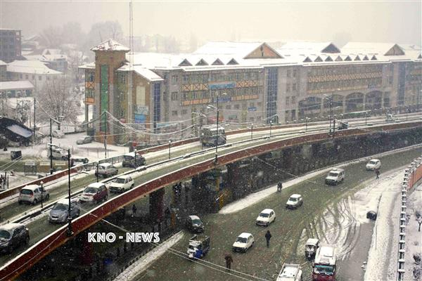 Amid fresh snowfall, Sgr-Jmu highway closed, air traffic disrupted | KNO