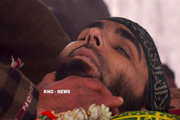 Braving snow, thousands attend funeral of slain LeT militant in Pulwama | KNO