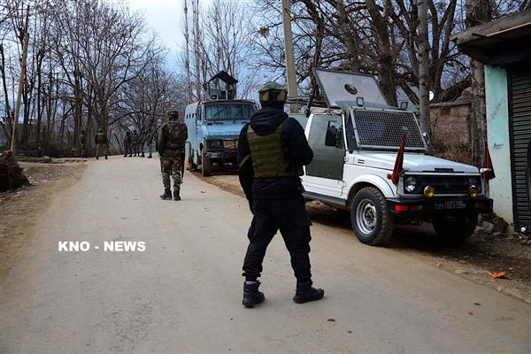 Pulwama encounter : Two Militants killed, three army men injured | KNO