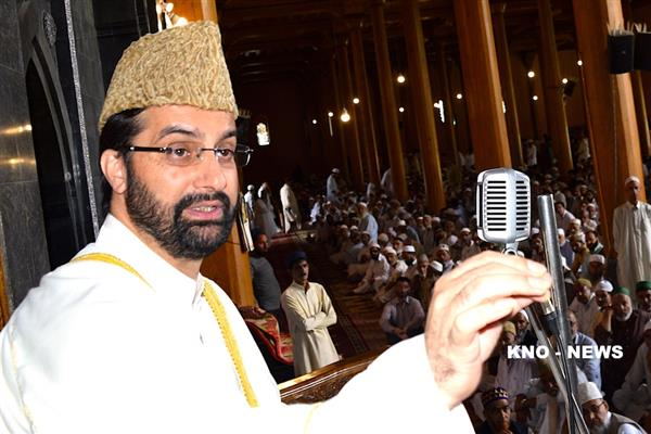 Mirwaiz concerned over injuries caused to 28 students in mysterious blast | KNO