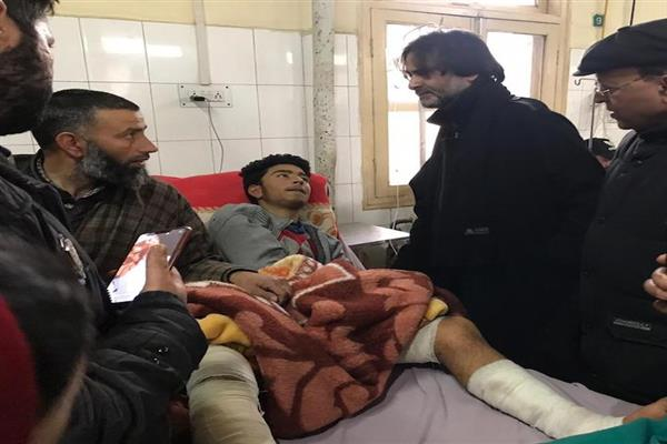Malik enquires health condition of injured Pulwama students at SMHS | KNO