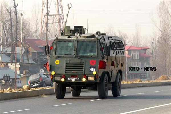 Army carries out flag march in Gujjar Nagar, curfew imposed in Jammu | KNO