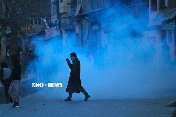 Clashes erupt in Budgam after mob attacked local boy in Kolkata | KNO