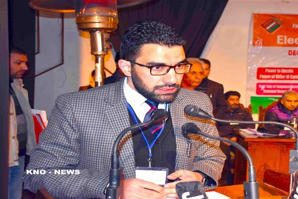 Dr. Abid Shah takes over as DC Pulwama | KNO