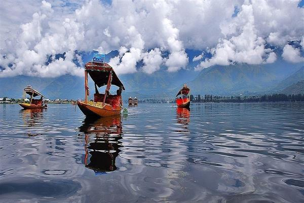 As uncertainty prevails, Kashmir's tourism industry gasp for breath | KNO