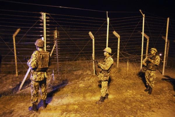 India Pakistan armies trade gunfire along  in sunderbani sector | KNO