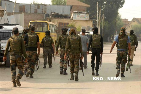 Forces launch cordon and search operation in Pulwama village | KNO