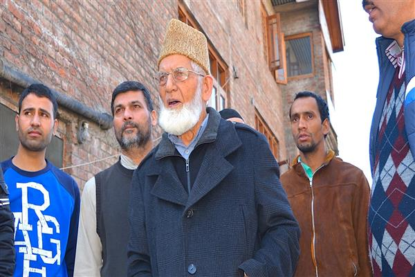 Geelani condemns summoning of his younger son by NIA | KNO
