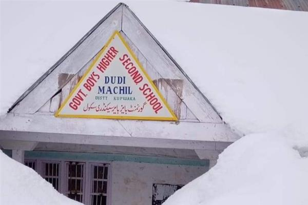 Accumulated snow buries education in Kupwara | KNO