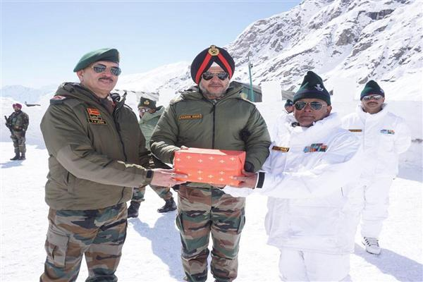 Northern Army commander visits forward posts in western Ladakh | KNO