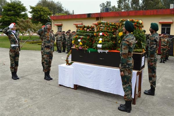 Army pays tributes to its slain Rifleman | KNO