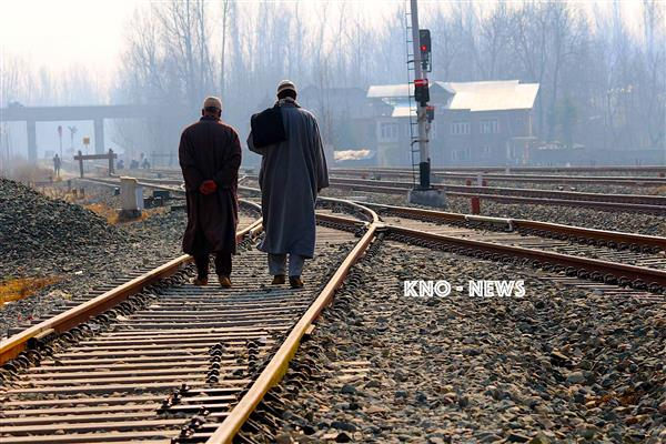 Train crushes 60-year-old man to death in Qazigund | KNO