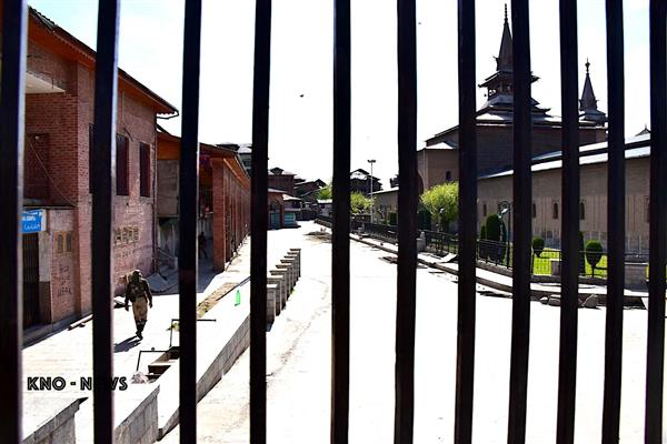 No Friday prayers at Jamia Masjid, third time in current month | KNO