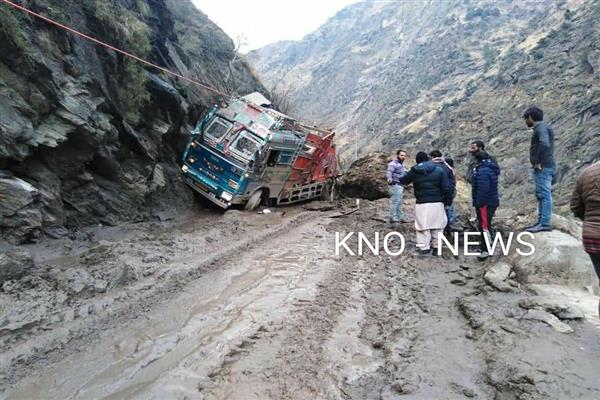 Landslide kills two in Gandoh | KNO