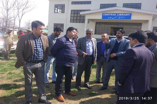 Prof Talat visits KU`s South Campus, interacts with staff, students | KNO