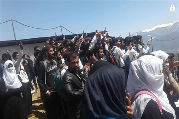 Pro-freedom protest halts Army sponsored programme in Degree College B'pora | KNO