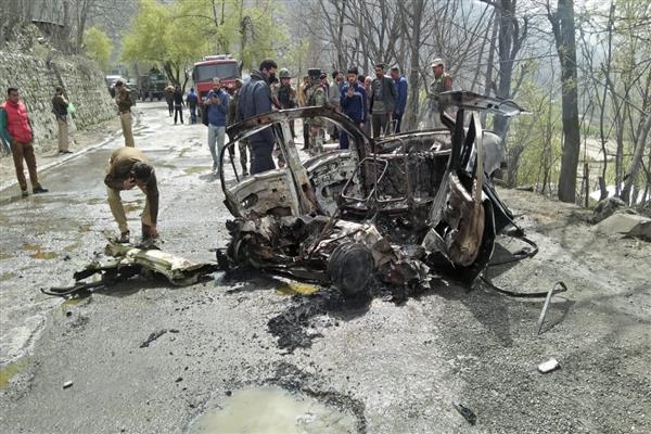 Mysterious car blast at Banihal, police start investigations | KNO