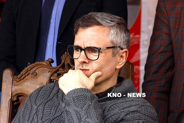 Highway ban: Omar Abdullah leads protest, holds sit-in at Nowgam | KNO