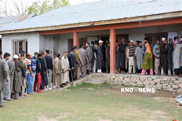 LS polls: Voters' enthusiasm marks first phase of polling in JK | KNO