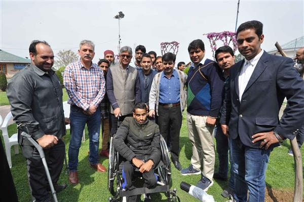 DSW KU holds 'Aids & Appliances distribution camp' for differently abled students | KNO