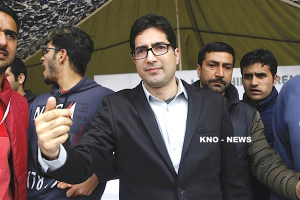 Shah Faesal demands fair compensation, rehabilitation to Ring road, Transmission Line affected farmers | KNO