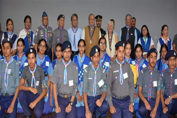 Governor awards Rajya Puraskars to Bharat Scouts and Guides | KNO