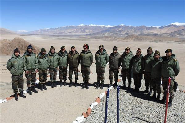 Lt Gen Ranbir Singh visits forward areas in eastern Ladakh | KNO