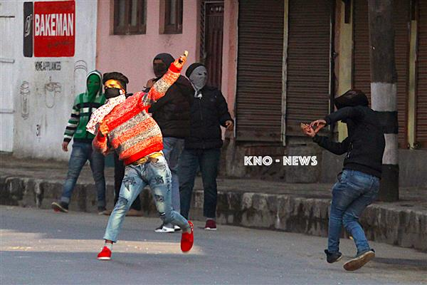 Clashes erupt in downtown Srinagar | KNO