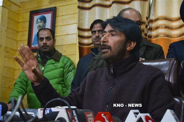 Highway ban, mass arrests move to impose emergency in Kashmir: G A Mir | KNO