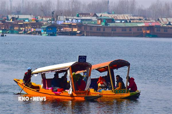 Unmindful of travel advisories, South-East Asia tourists keep their date with Kashmir | KNO