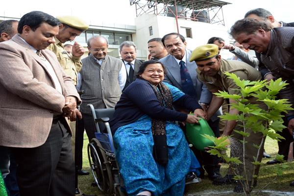 Court complex Mominabad to go green: Chief Justice Kick-starts plantation drive | KNO