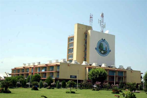 University of Kashmir scores A+ Grade in NAAC reaccreditation | KNO
