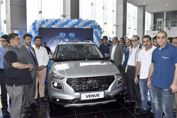 Arise Hyundai Launches India's First Fully Connected SUV–'VENUE' | KNO