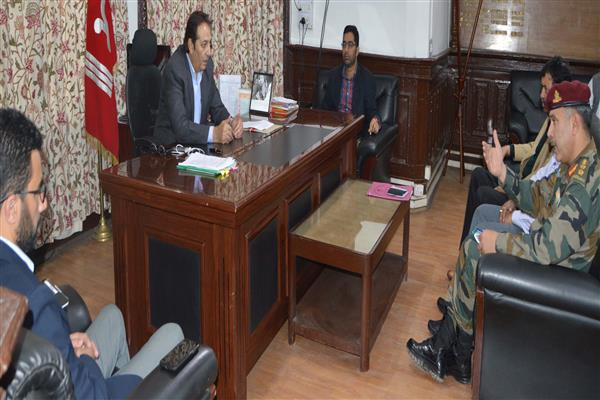 Div Com reviews cleanliness drive of Badami Bagh cantonment area | KNO