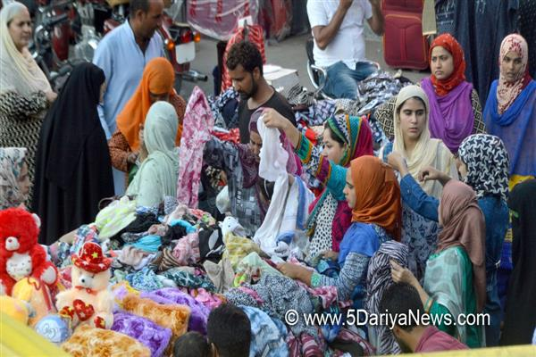 Eid shopping fervour commences as people throng markets | KNO