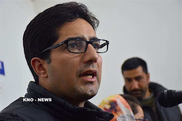 Shah Faesal reiterates demand for release of political prisoners | KNO