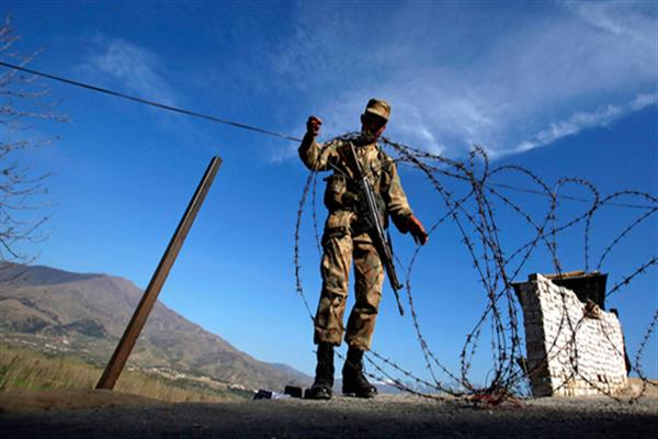 Indo Pak armies exchange fire on LoC in Poonch | KNO