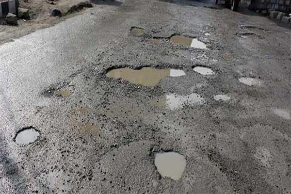 Potholed road in Dachna Salamabad irk locals | KNO
