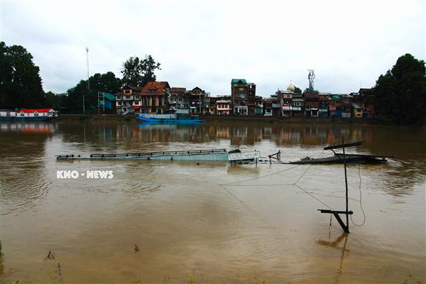 In Kashmir, just two days of rain punctures flood prevention plan | KNO