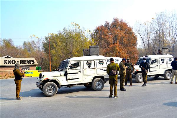 Suspected militants attack Police Station Pulwama, many injured | KNO