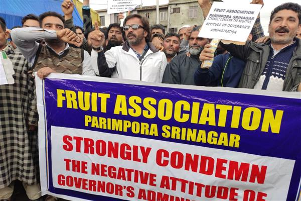 Fruit traders protest against highway restrictions | KNO