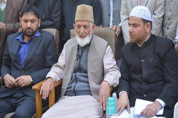 Geelani concerned about deteriorating health of Ayaz Akbar, extension in JKLF Chief's remand | KNO