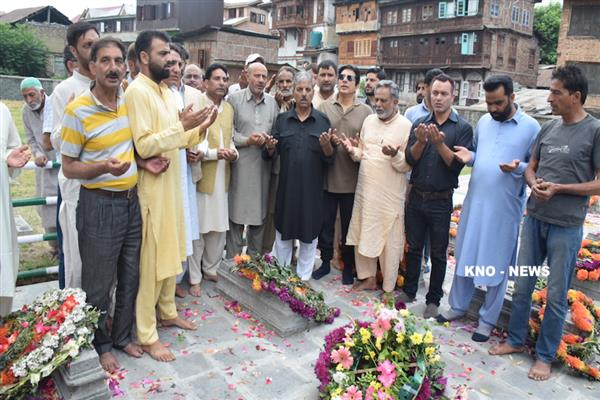 Er Rasheed leads procession to martyrs graveyard | KNO