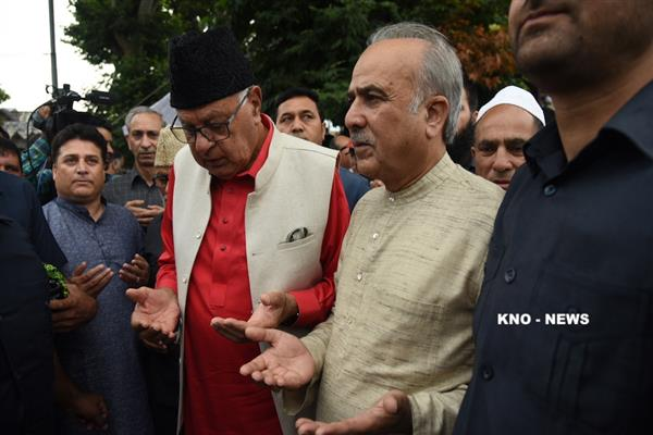 Dr Farooq pays tribute to 1931 Martyrs at Mazar-e-Shuhada | KNO
