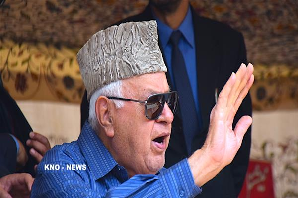 Dr Farooq greets people on Urs of Hazrat Sheikh Yaqoob Sarfi (RA) | KNO